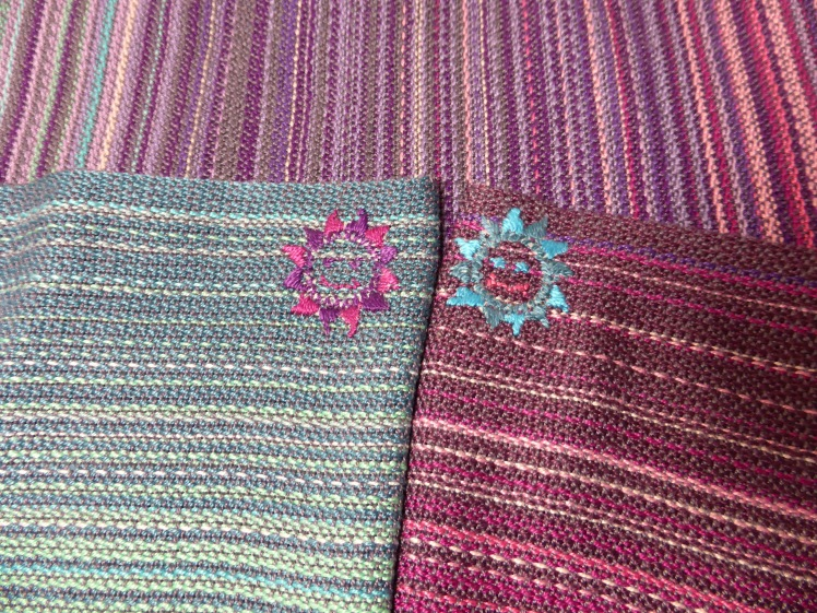 The Stone Plum wrap with 10/2 mercerized cotton weft and pebble weave - middle markers