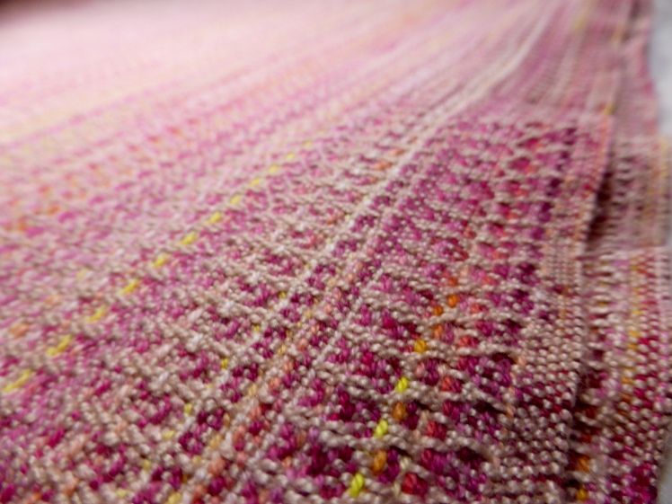 Lindavia wrap, merc cotton weft, crackle weave, close-up